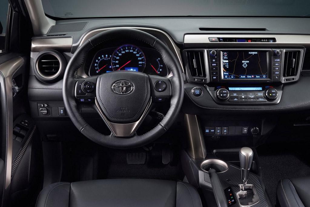 Toyota получила салон в стиле Хай-тек