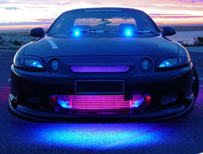 Особенно хорошо подсветка днища смотрится на спортивных автомобилях