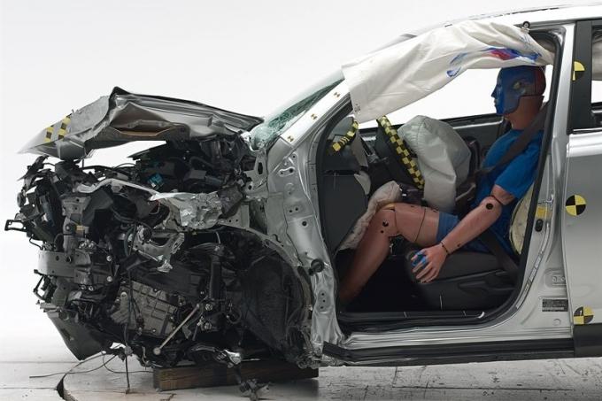Toyota RAV4 и Subaru Forester: помолись – справа садись!