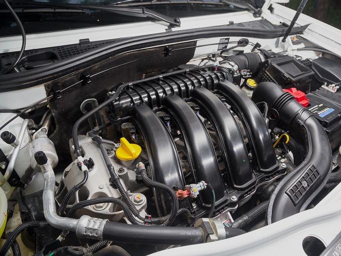 Пожалуй, главное отличие Nissan Terrano от Renault Duster состоит в том, что японский автомобиль не может быть дизельным. В остальном они почти идентичны, их даже собирают на одном конвейере в Москве
