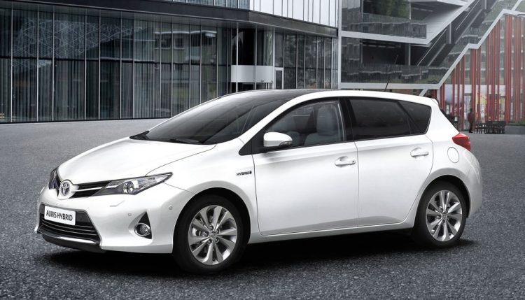 Toyota Auris Hybrid очень популярна в Европе