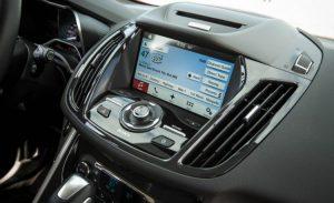 2016-Ford-C-Max-Hybrid-Energi-137-876x535-750x458