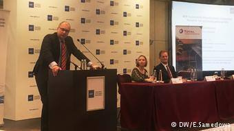 Йорг Шрайбер выступает на конференции комитета автопроизводителей АЕБ