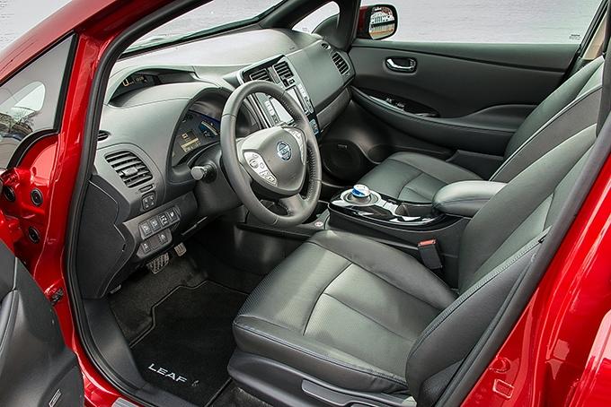 За прошедшие с начала выпуска годы Nissan Leaf, первый в истории массовый электромобиль компактного класса, устарел не только технически. Кпримеру, у него нет регулировки рулевой колонки по вылету