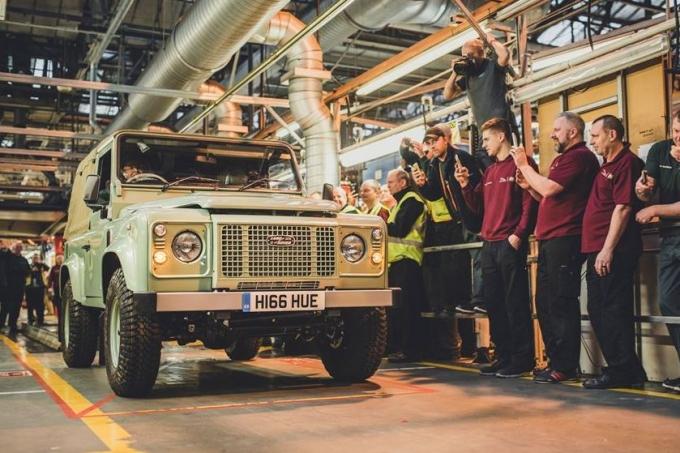 Англичане возобновят производство Land Rover Defender!