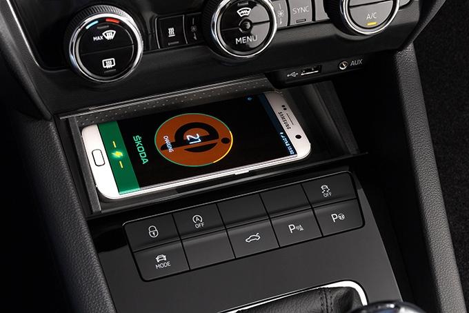 Теперь доступен и индуктивный зарядник смартфонов
