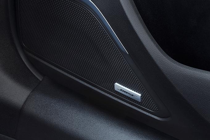 Аудиосистема премиум-класса с 12-ю динамиками, сабвуфером и цифровым усилителем со звуковым процессором специалисты Bose разработали специально для топ-версии Koleos Premium. Оптимальное расположение источников звука позволило добиться концертного качеств
