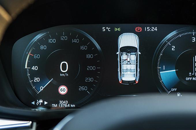 Врежиме «Off-road» наприборный щиток выводятся показатели компаса, притупляется реакция напедаль газа ивключается система автоматического подтормаживания наспуске, действующая наскоростях до 40км/ч, очем сигнализирует подсветка шкалы спидометра. Н