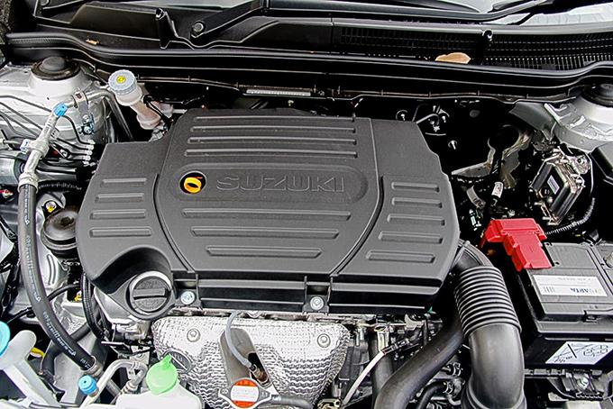Базовый 1,6-литровый бензиновый двигатель отличается экономичностью, атоповая версия оснащена 1,4-литровым турбомотором BoosterJet мощностью140 л.с. Оба они сочетаются как спередним, так исполным приводом