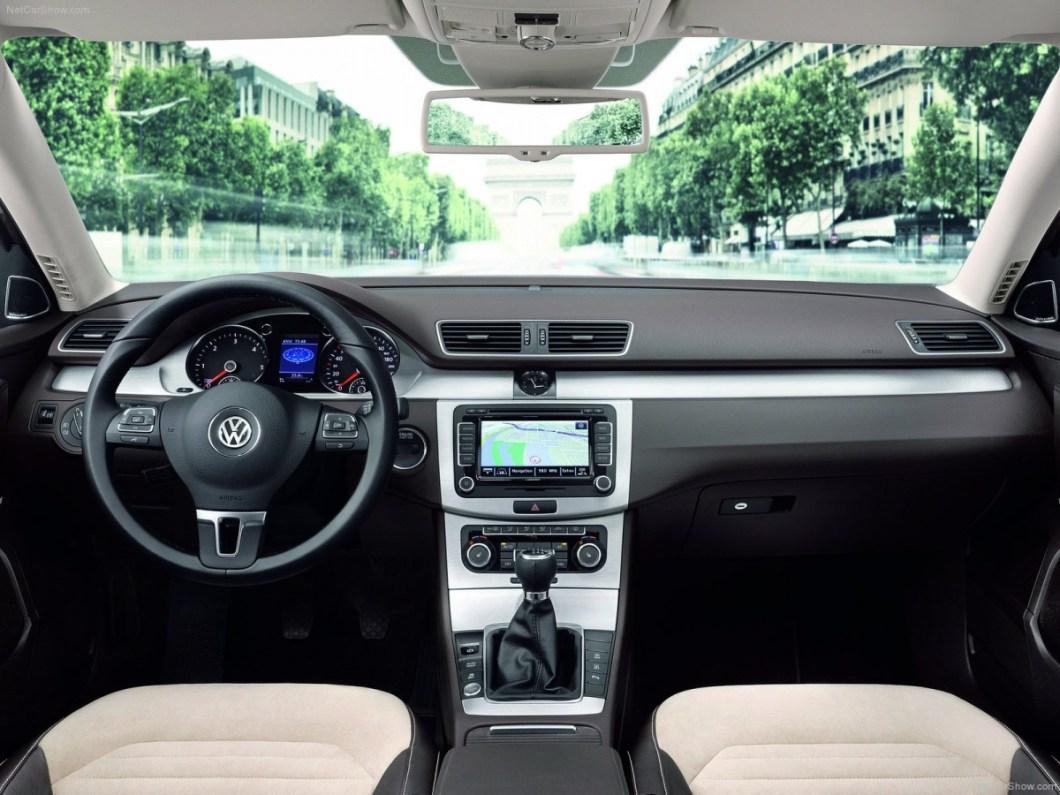 Volkswagen-Passat-2011-1600-30.jpg