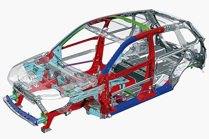 Благодаря семи подушкам иконструкции кузова Suzuki TECT (Total Effective Control Technology), призванной обезопасить седоков за счет специальных зон поглощения ударов, Vitara получила максимальные пять звезд вкраш-тесте EuroNCAP