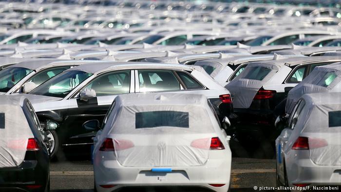 Франция, город Виллер-Котре. Рядом с заводом Volkswagen