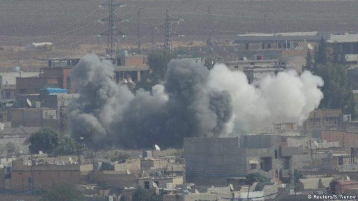 Сирийский город Рас-эль-Айн под обстрелом турецкий войск