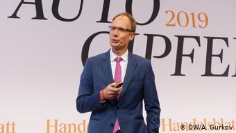 Выступает глава Opel Михаэль Лошеллер