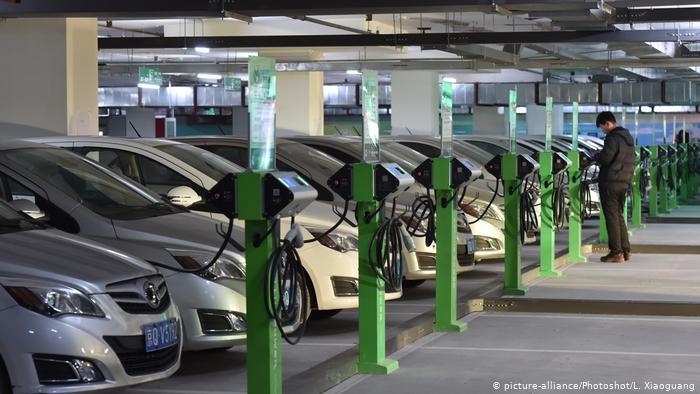 Зарядная станция для электромобилей в Китае.