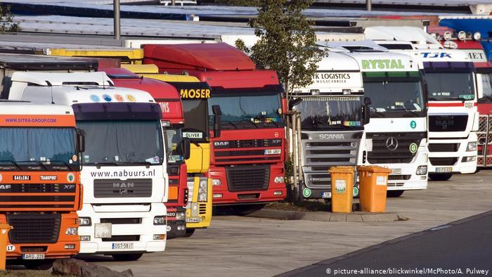 Грузовики на парковке в Германии