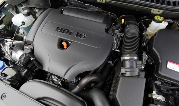 Дизельный двигатель под капотом