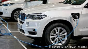 Городской внедорожник BMW X5 плагин-гибрид на подзарядке