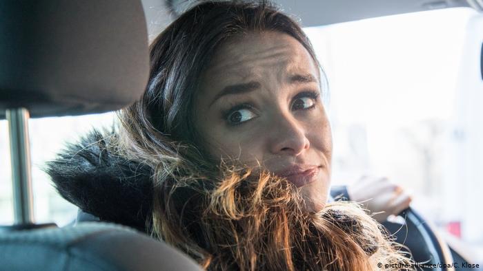 Парковка автомобиля - не самая сильная сторона женщины?