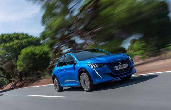 "The New PEUGEOT 208 named ""Car of the Year 2020"""