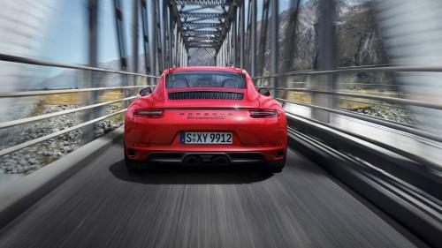 Обновленный Порше 911 GTS.