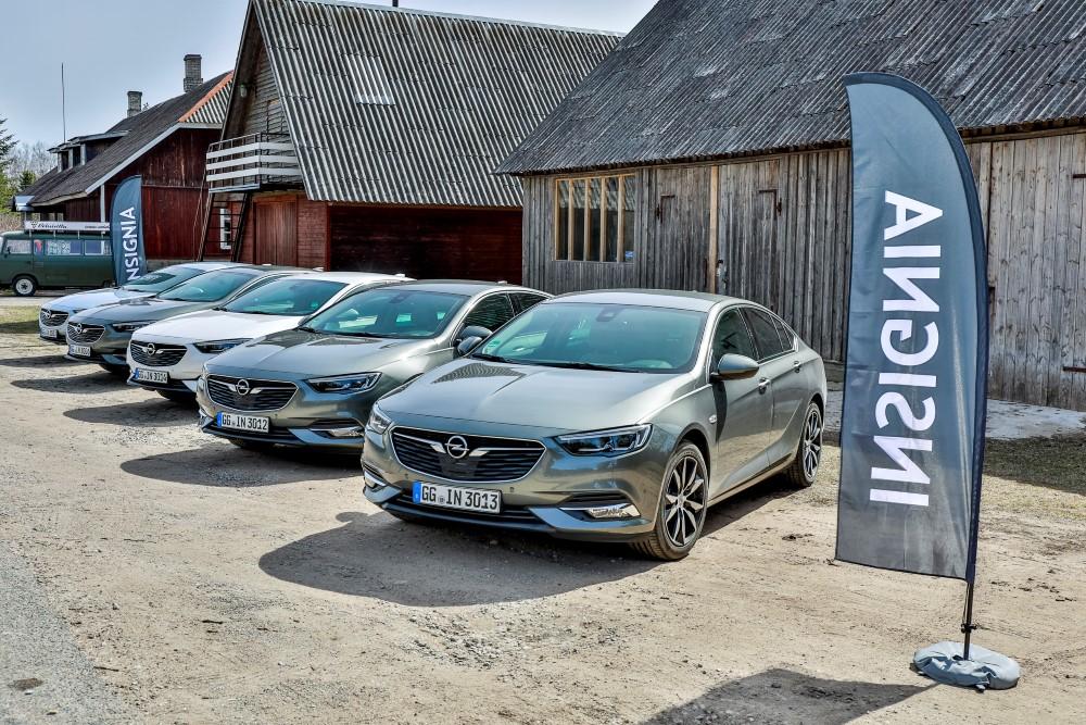 Фото Opel Insignia Grand Sport второго поколения.