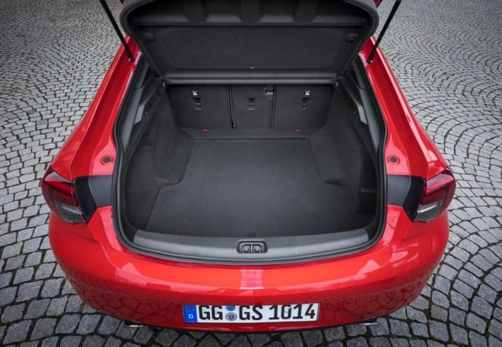 Вместимость багажника - почти 500 литров.