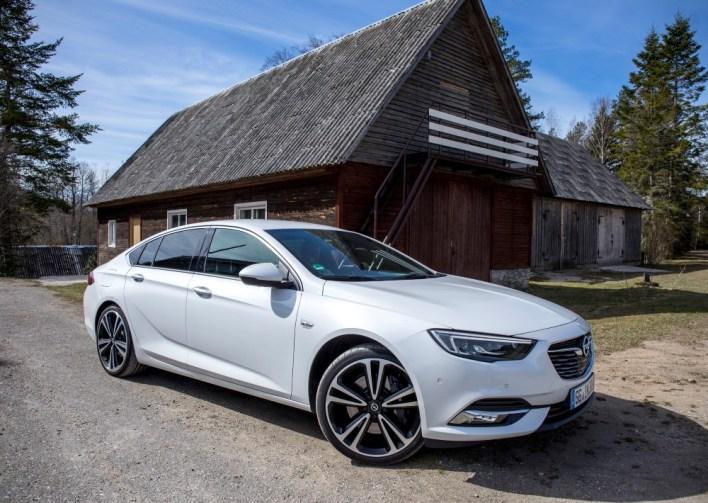 Фото Opel Insignia Grand Sport вид сбоку.