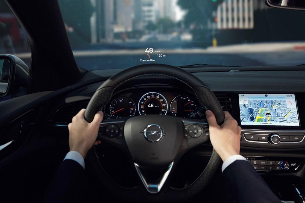 Проекционный экран нового Opel Insignia.