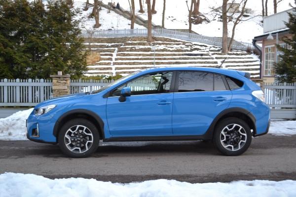 Фото Subaru XV в профиль.