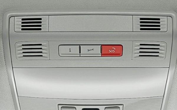 Кнопки управления системой eCall внутри автомобиля.