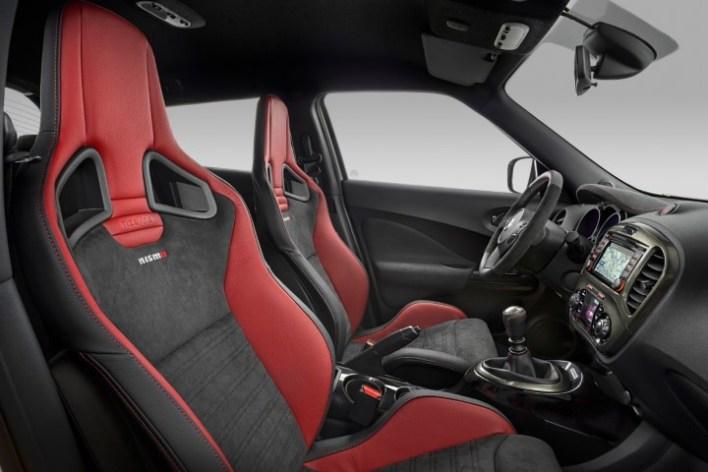 Сиденья Nissan Juke Nismo RS по настоящему спортивные.