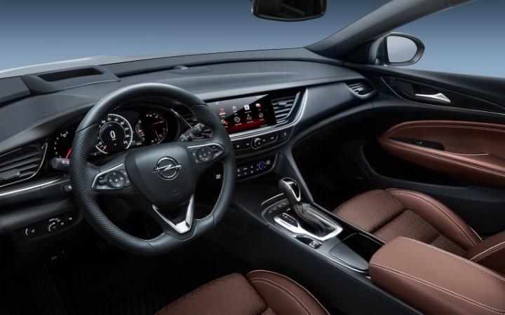 Фото первого ряда сидений Opel Insignia Country Tourer.