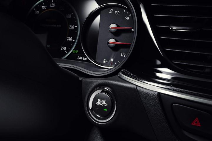 Фото панели приборов Opel Insignia Country Tourer турбодизель 4x4.