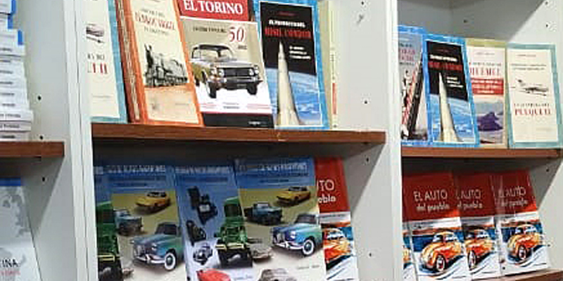 Libros de autos en la Feria del Libro