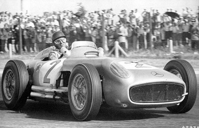 Fangio gana el Gran Premio de Buenos Aires de 1955.