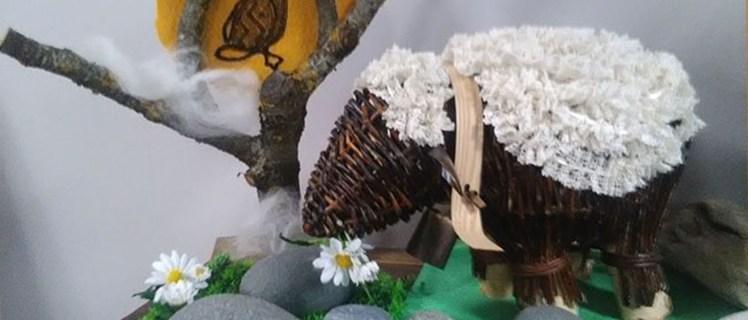 mouton en vannerie et dentelle