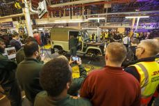 land-rover-defender-production-ceases-06.jpg