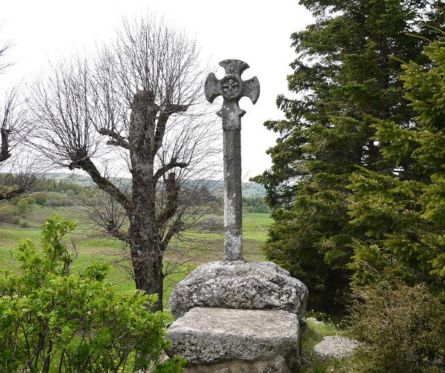 Croix Notre Dame de la Font Sainte