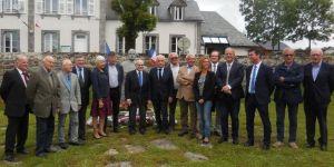 Les Personnalités se sont recueillies devant le buste de Georges Pompidou