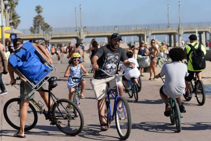 Ignoring Strict Distancing Orders, Thousands Flock To California Beaches