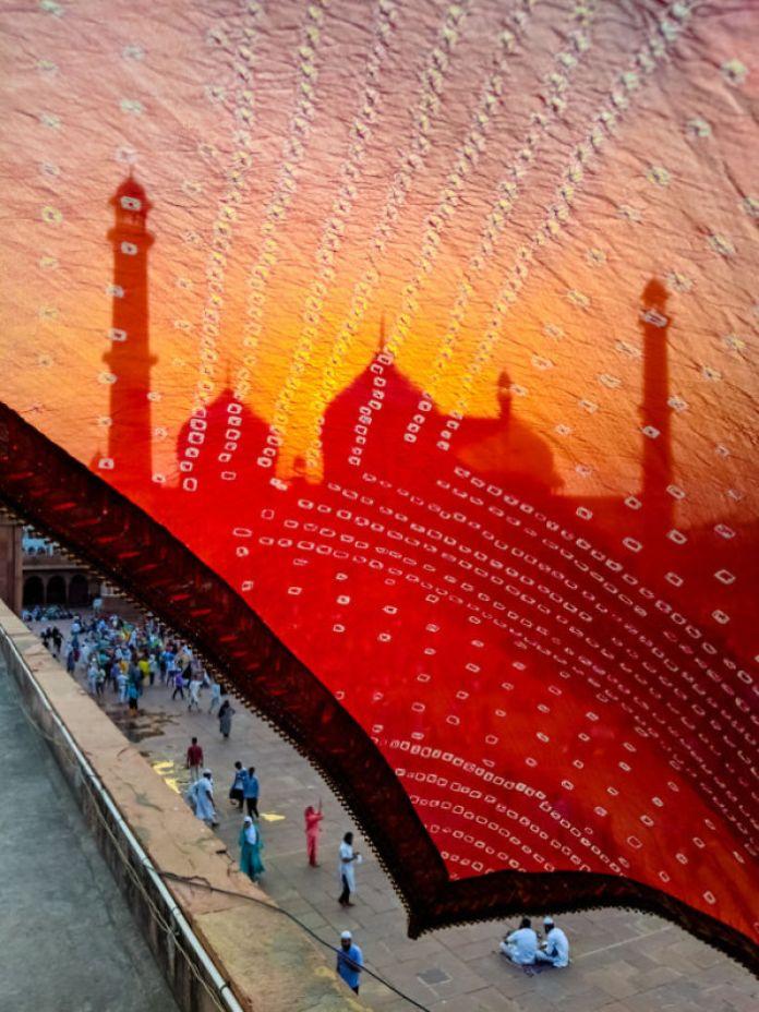 Refraction of a mosque through a thin cloth