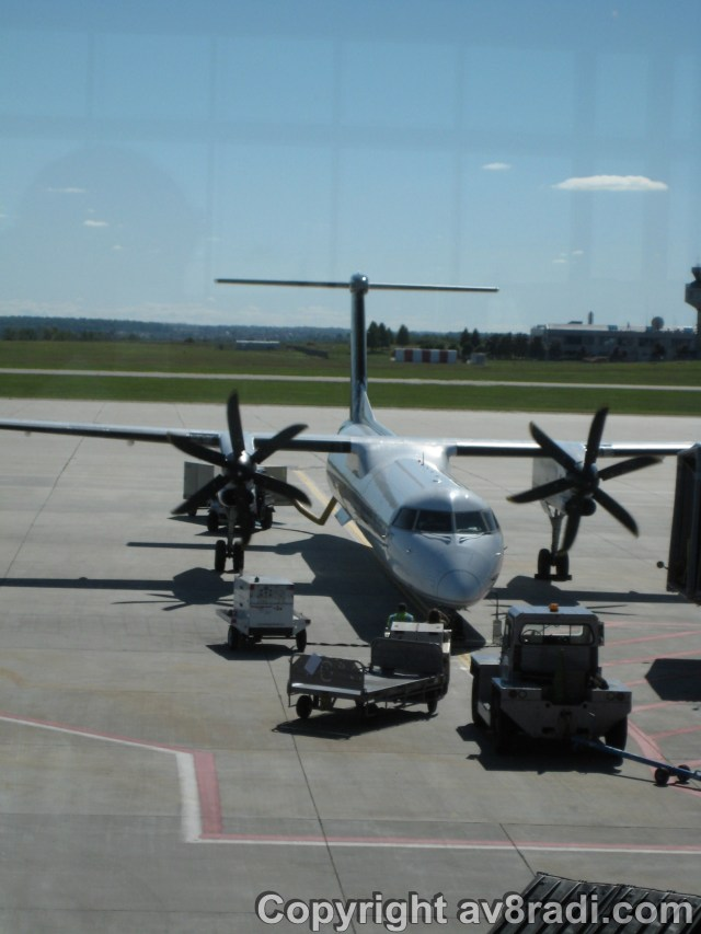 A Porter Airlines Q400 at YOW