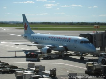 An Air Canada Embraer 175