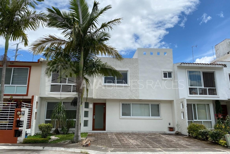 Preciosa casa con terreno de 201 m2 en zona Monte magno