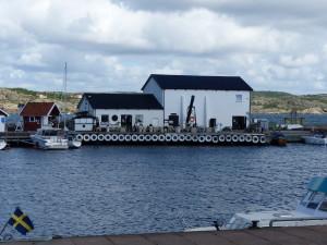 Astolsrökeri, hierher kommen die Gäste selbst aus Marstrand mit der Fähre herüber