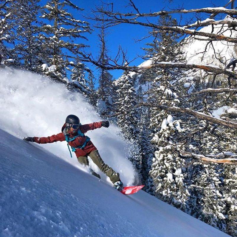 We ️ sunny pow days!  Happy birthday to A7 Artist @kyehalpin!  Go buy some of her art at www.kellyhalpin.com #AVALON7 #LiveActivated #snowboarding photo: @cooperk