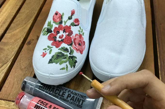 White shoes and Paint Set