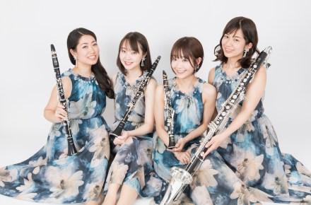 ในหลวงของแผ่นดิน THE KING OF LAND of Four members of the Aquamuse sit with a clarinet.