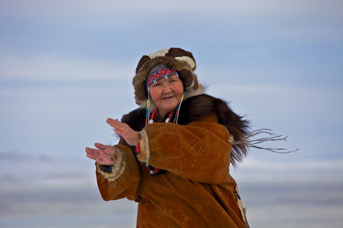 Clap your hands when it's cold! Chukotka. Photo © 2013 Galya Morrell
